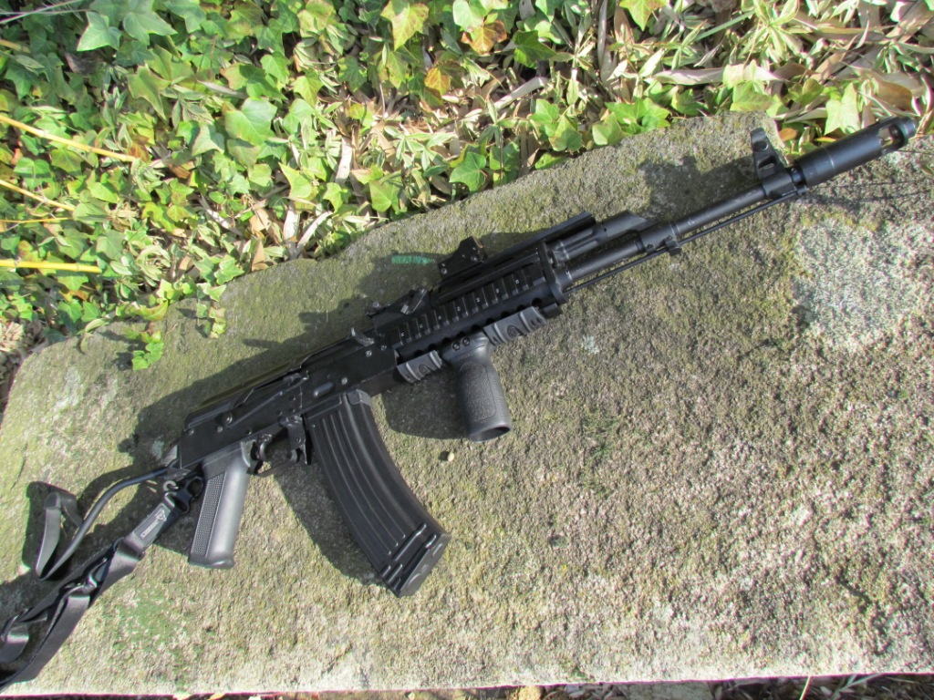 AK roumain / tactical + Fusil a pompe spas12 + 4 Revolvers + Sniper m24 snow wolf + AK bizon + glock + merdouilles - Page 2 284922IMG1180