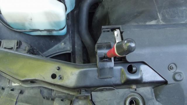 [BMW 316 i E36] Fixations du radiateur d'eau 29110856Agrafefixationradiateur1