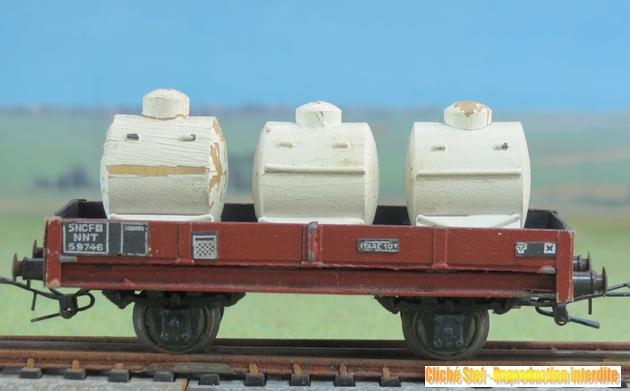 Wagons plats 2 ess maquette et semi maquette chargés par ordre alphabetique 293651VBplatess3citerneslaitcrmeIMG3558R