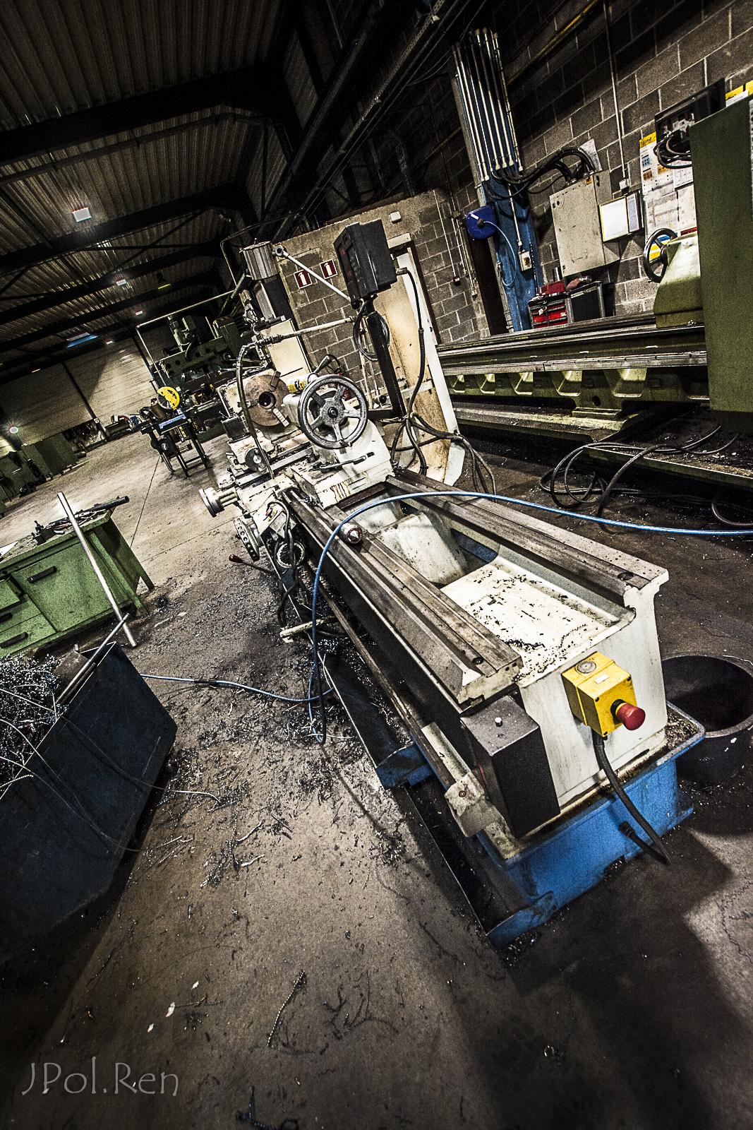 L'atelier de mécanique. 303713GD27ime37228