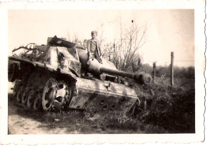 Que faire des canons après la guerre? - Page 3 314690SturmgeschutzIIILAunaySorel