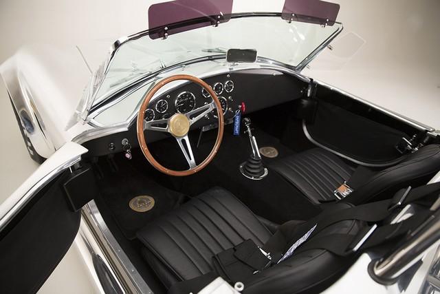 Shelby Cobra 427 : Édition spéciale pour le 50ème anniversaire 321210ShelbyCobra4275
