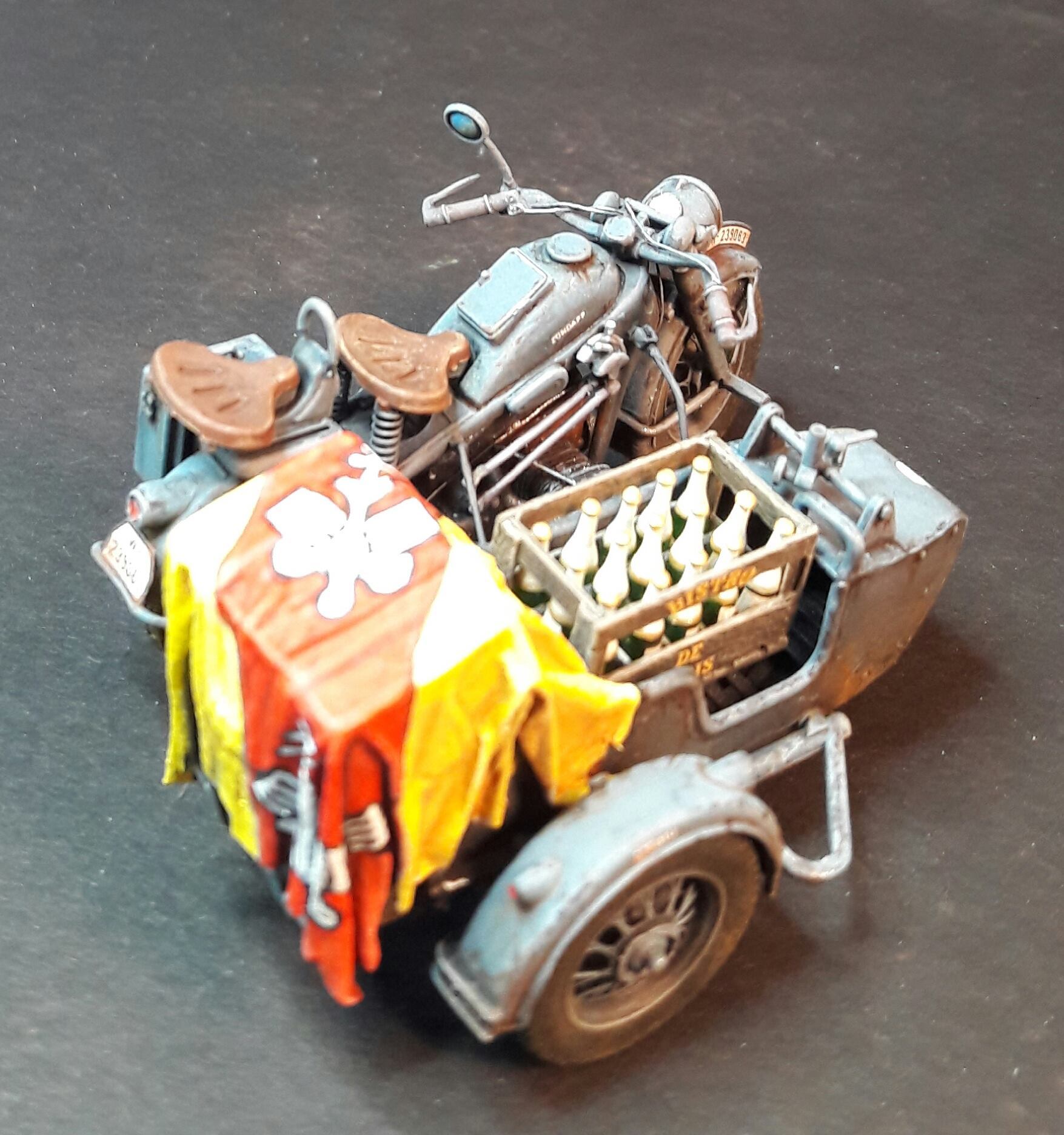 Zündapp KS750 - Sidecar - Great Wall Hobby + figurines Alpine - 1/35 - Page 5 32274420048916102117868054801341897836405o