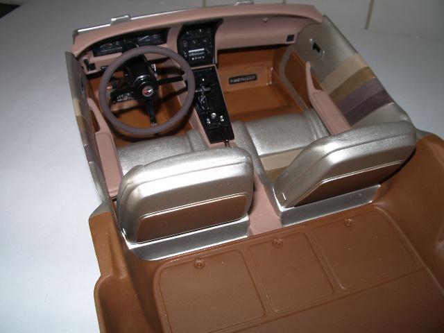 chevrolet corvette 1982 edition collector monogram au 1/8 328602photoscorvettepeintinetrieur026