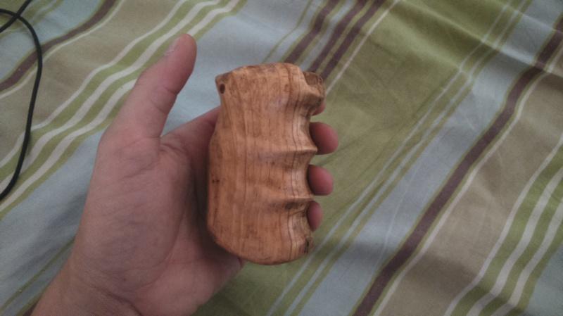 Poignée bois pour Dan Wesson 328665DSC0084