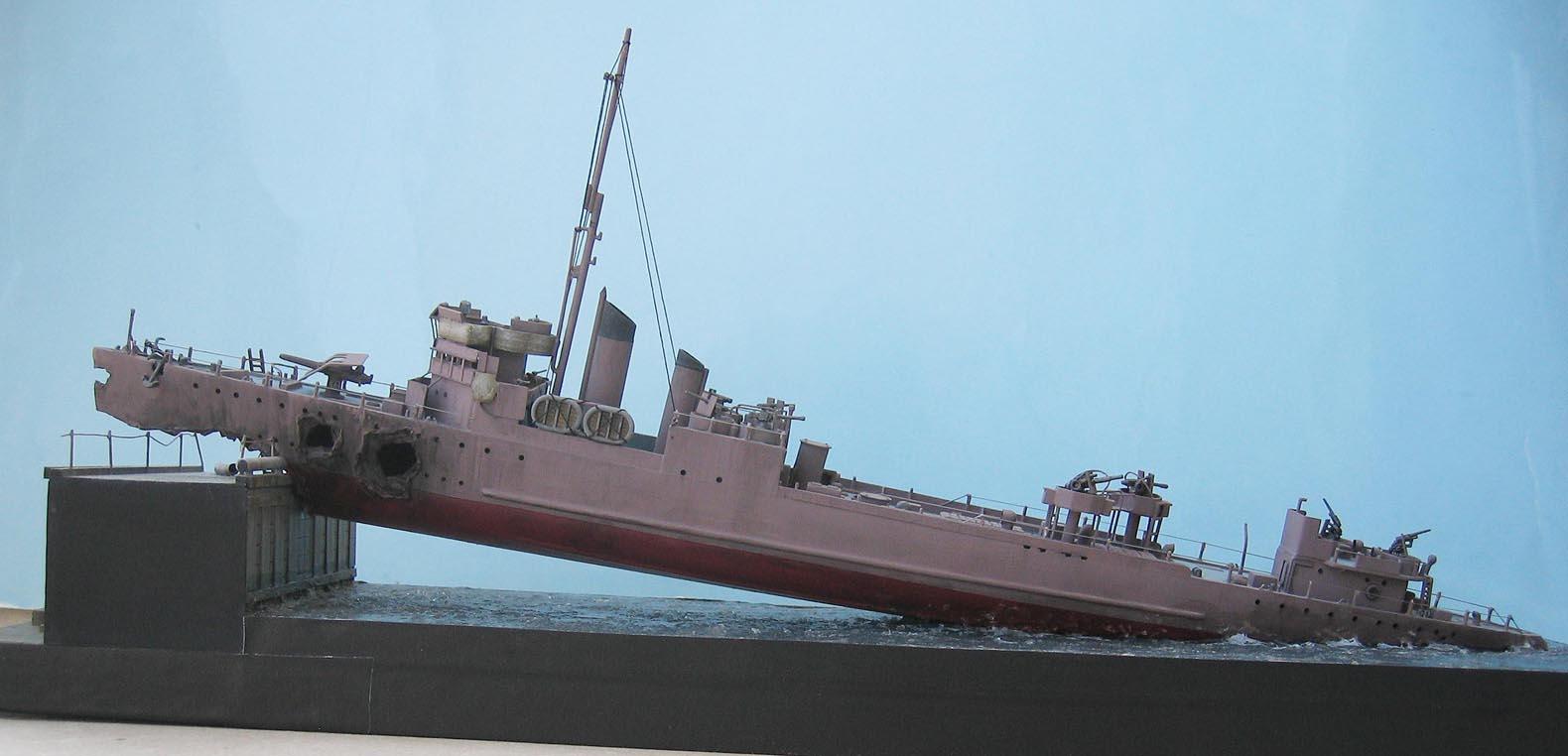 [Revell] Destroyer HMS Campbeltown - 1/240. 330433Campbel45