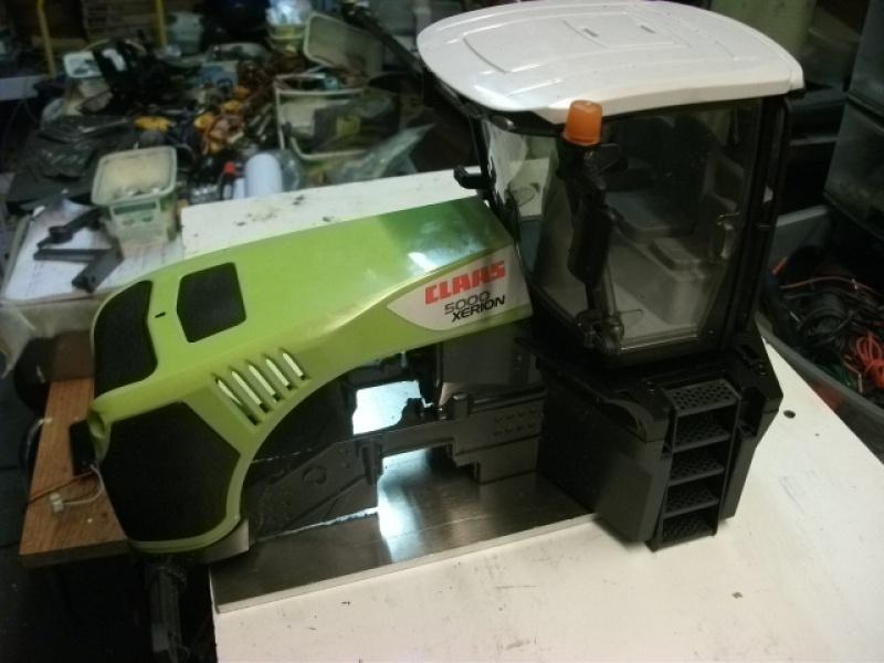 Xérion 5000 chenillé à boite 3 vitesses articulé en base carrosserie Bruder. Au 1/14 339945Xrion5000partirdeBruder003