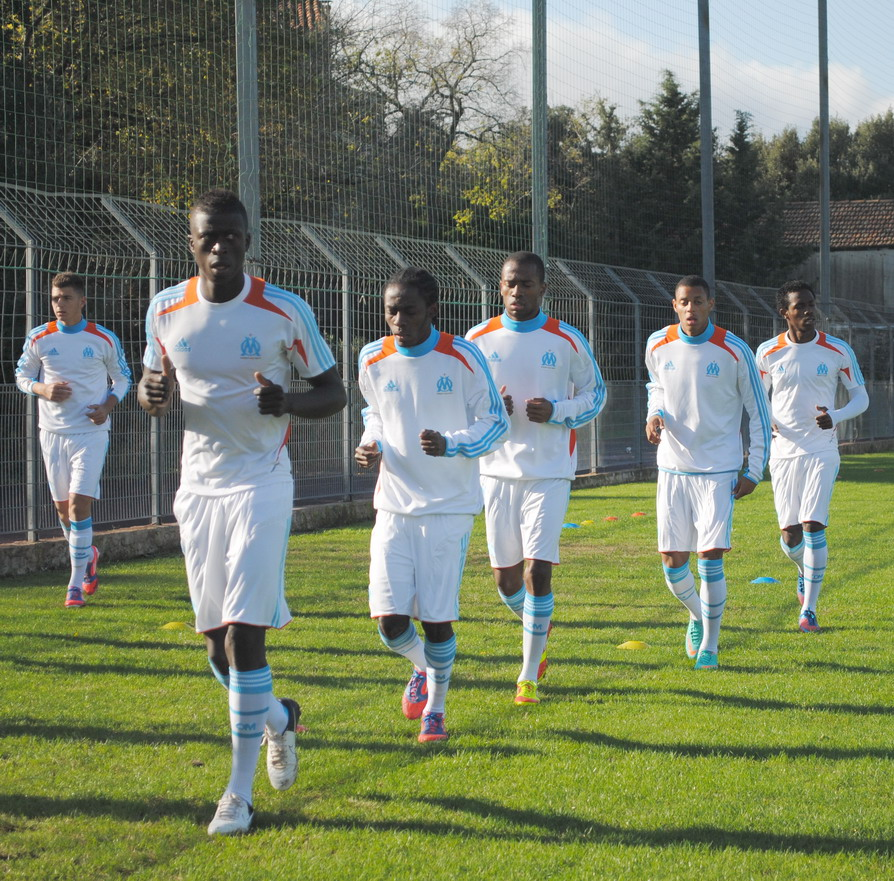 OLYMPIQUE DE MARSEILLE  :LE 11 NOVEMBRE 2012  LES U19 NATIONAUX OM ET LA  RESERVE OM .. UNE JOURNEE CORSE BIEN REUSSIE !!! - Page 2 344687DSC0094