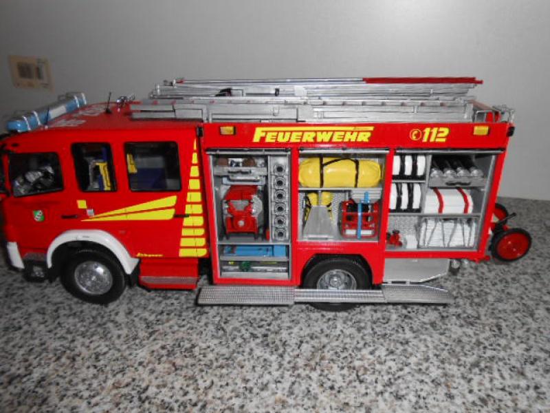 Camion de pompiers atelier de revell au 1/24° 359895pompier023