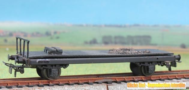 Wagons plats 2 ess maquette et semi maquette chargés par ordre alphabetique 373616VBplat2esssmaqulongagrsgrueIMG3521R