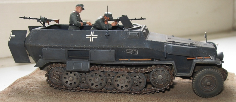 Sd.Kfz. 251/1 c riveté Dragon 1/35 Rénové! :) 378379IMG0008