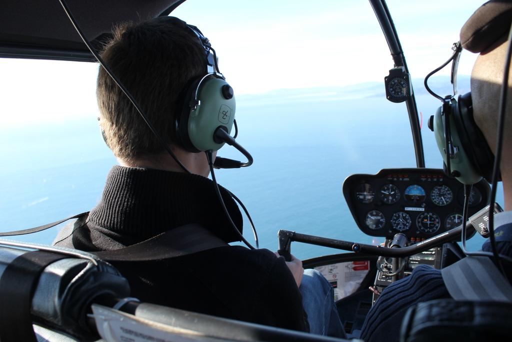 VOL en Robinson R44 autour de LFMD Cannes-Mandelieu 378708IMG7193