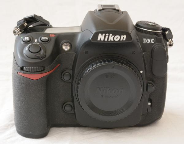 [Vendu] Nikon D300 + Grip + Télécommande + accessoires - Baisse de prix 383499D30001