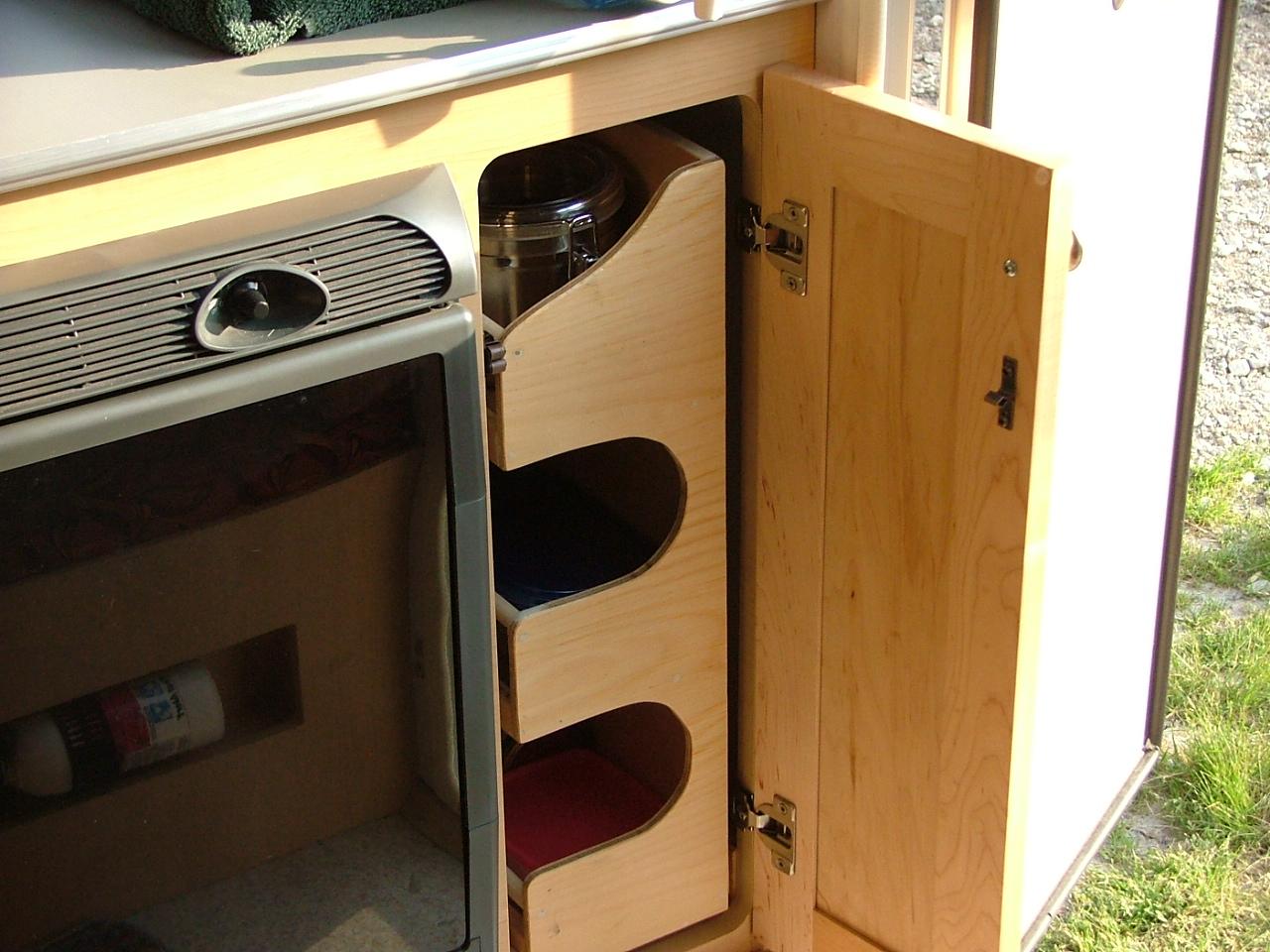 Belle modification à apporter pour ceux qui on le frigo 12 Volts seulement . 390623dscf3373