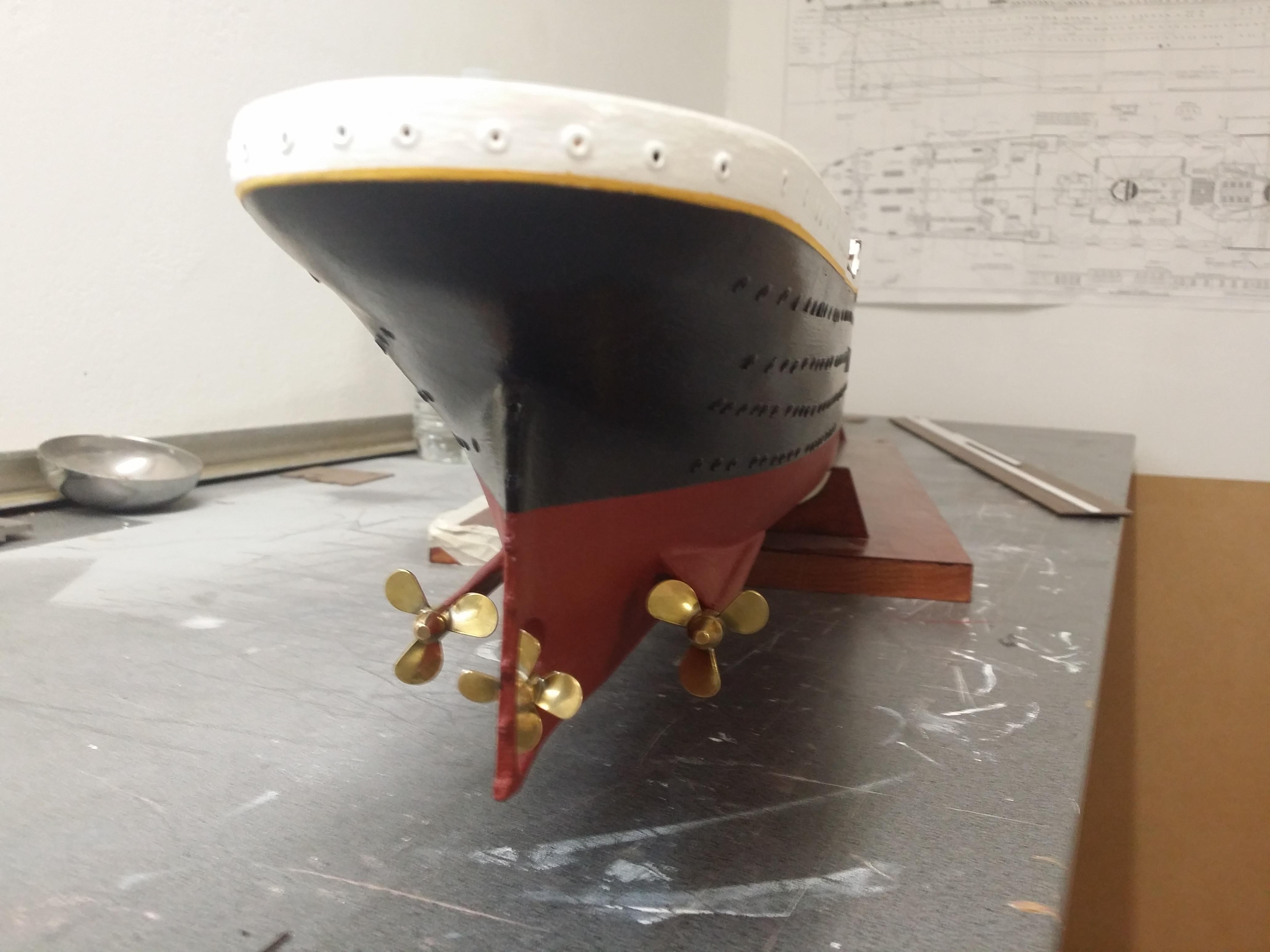 RMS Titanic sur plan   au 1/200 - Page 2 39710117b