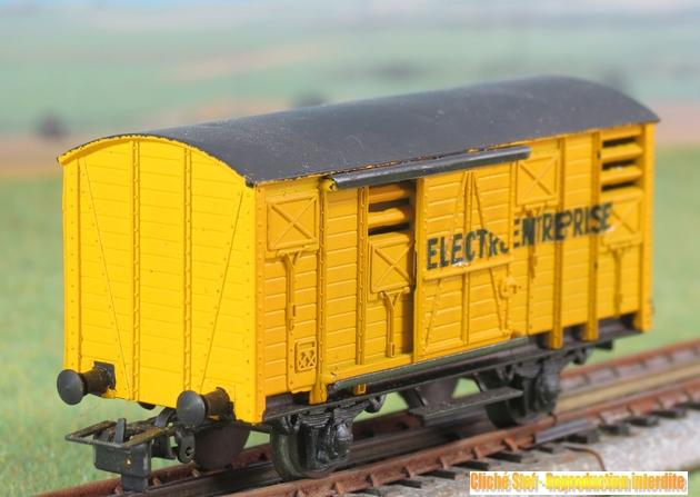 Wagons couverts plastique 397645VBcouvert2essplastiquejauneElectroEntrIMG3426