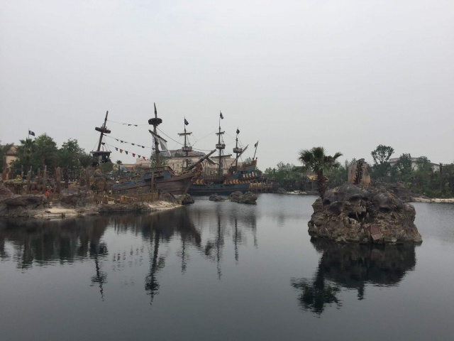 [Shanghai Disneyland] TREASURE COVE (POTC:...Sunken Treasure/Captain Jack's Stunt) - Page 7 401478w157