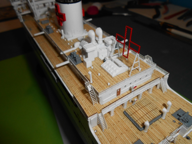 Hikawa Maru hopital 1/350 PE/pont en bois et babioles  - Page 7 402677DSCN5969