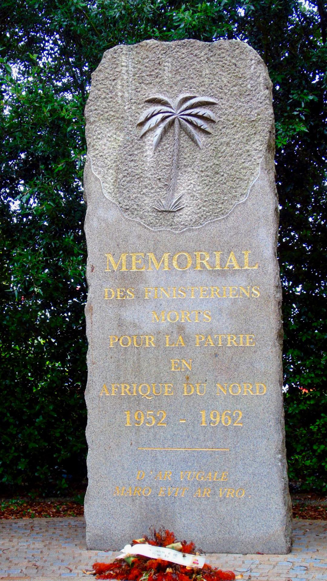 [Histoires et Histoire] Monuments aux morts originaux Français Tome 1 - Page 39 403451portlaunay2
