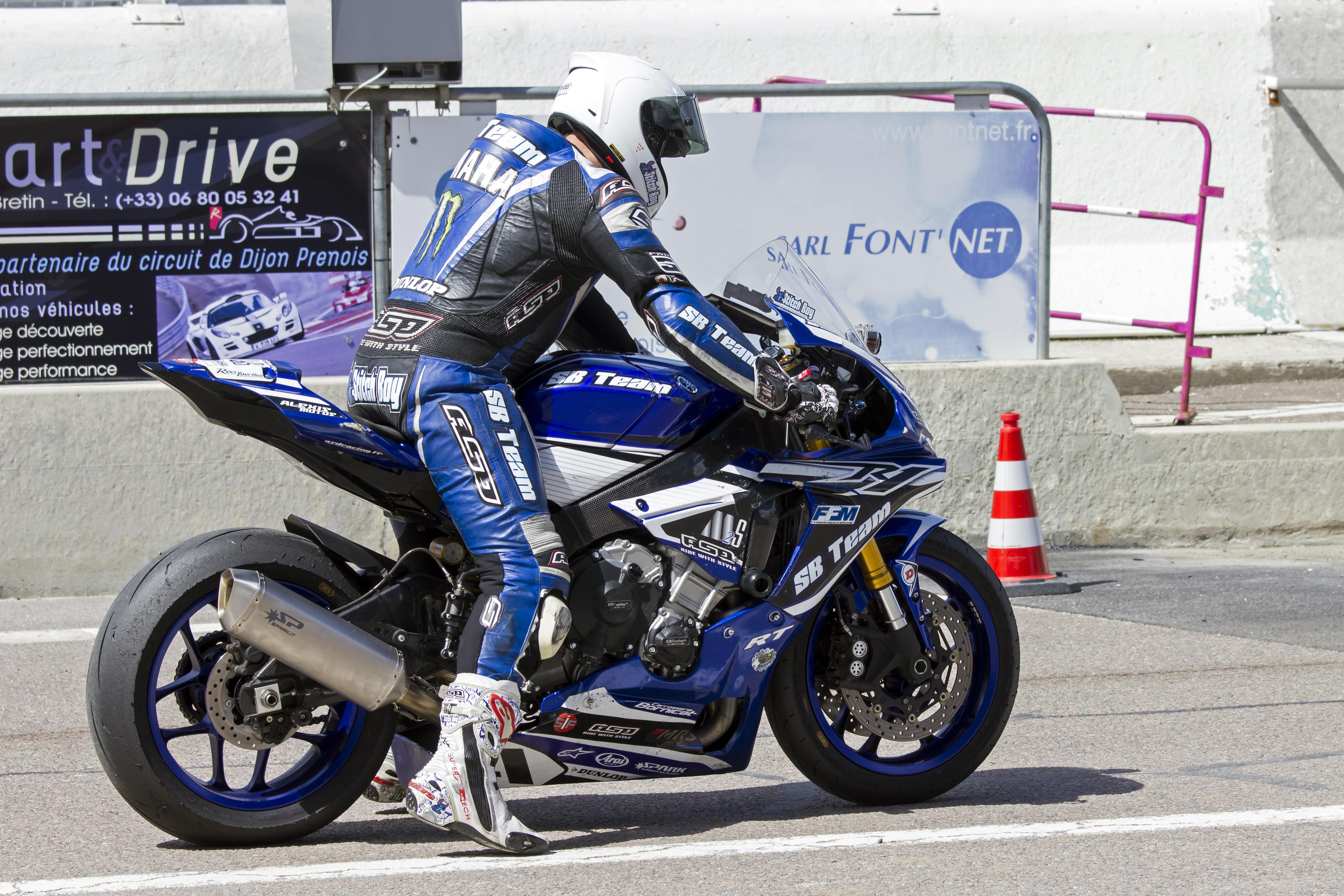 Yamaha R1 et R1M  Crossplane 2015 ( sujet numero3 ) - Page 5 405773IMG0558dev2016