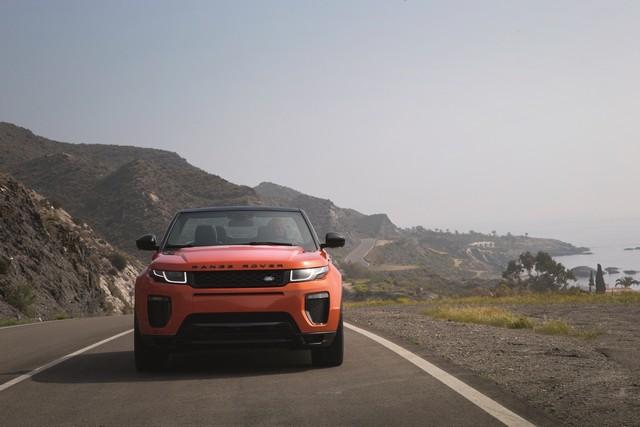 Range Rover Cabriolet, Un SUV Pour Toutes Les Saisons 407102RREVQConvertibleDriving09111502