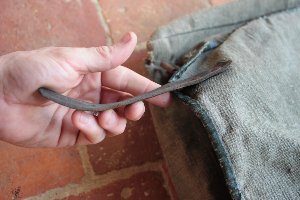 1 musette et une petite sacoche en cuir à identifier 407588scIMG3317