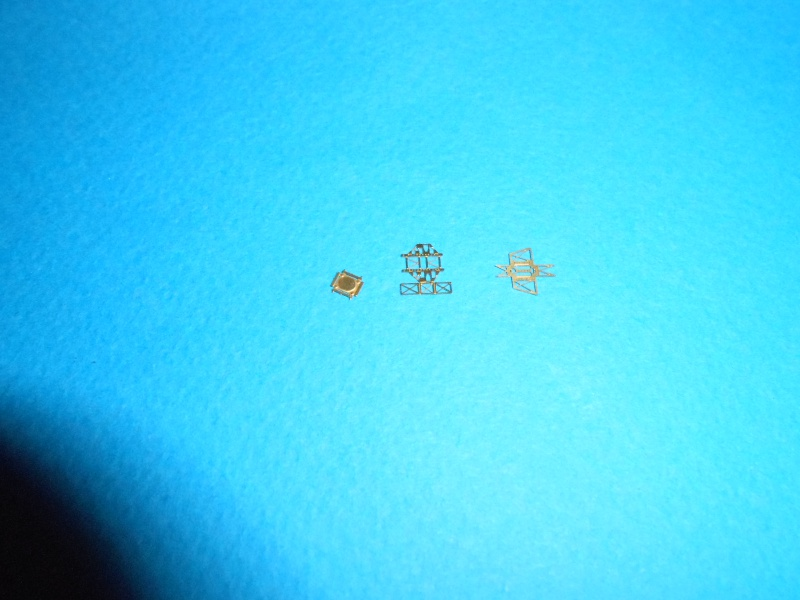 Yamato 1/700 fuji, PE,Pont en bois et babioles - Page 3 408234DSCN5427