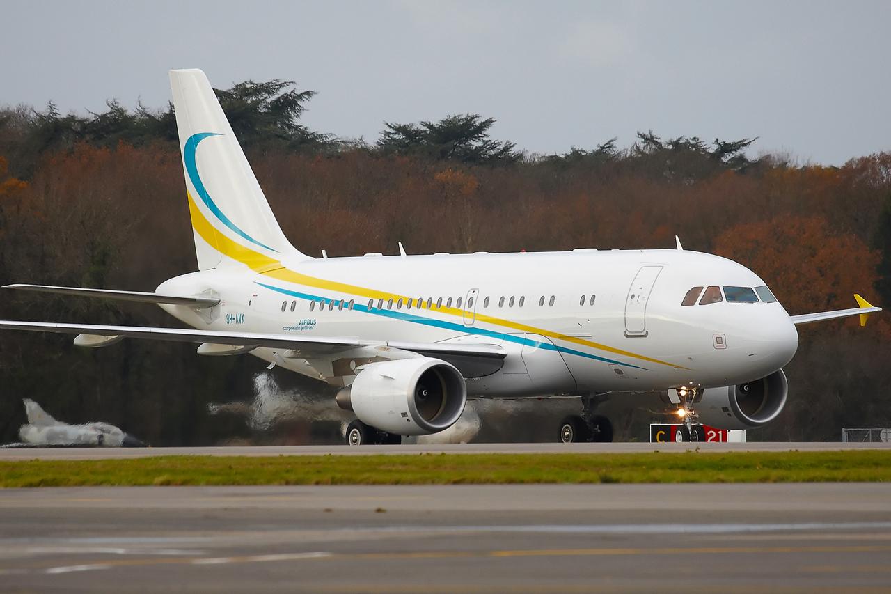 [21/12/2013] A319CJ (9H-AVK) Comlux    409852GRX9306