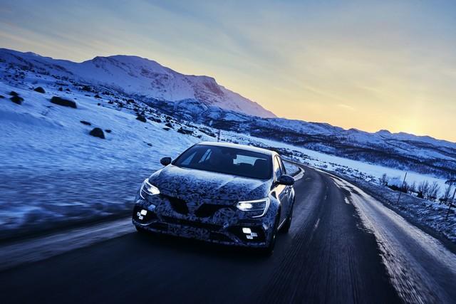 Nouvelle Mégane R.S offre 4 roues directrices et 2 châssis 4126169299916