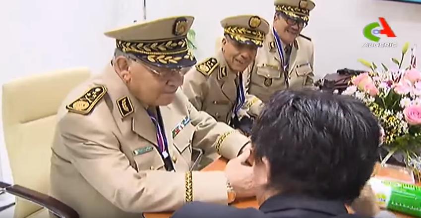 الجزائر : صلاحيات نائب وزير الدفاع الوطني 4185683933