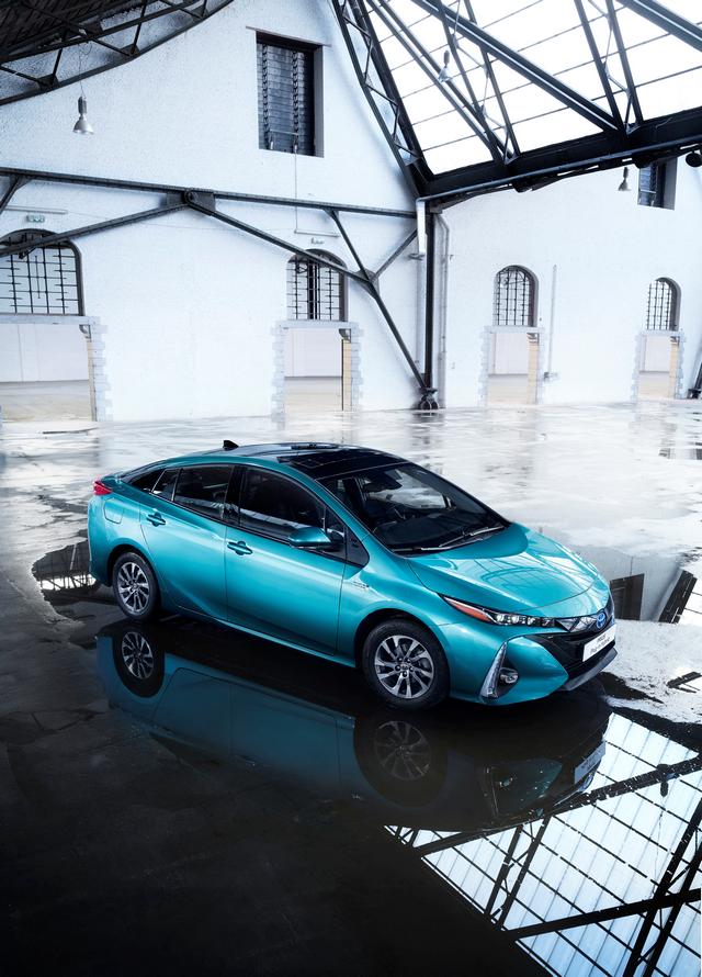 Les Hybrides Électrisent Les Ventes De Toyota En Europe 420019PriusPluginHybrid