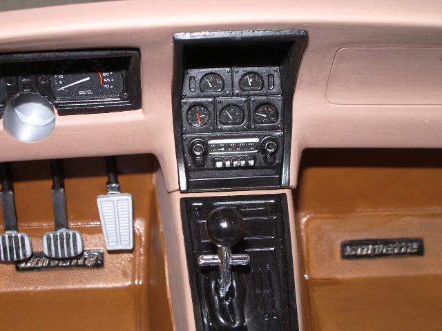 chevrolet corvette 1982 edition collector monogram au 1/8 420766photoscorvettepeintinetrieur018