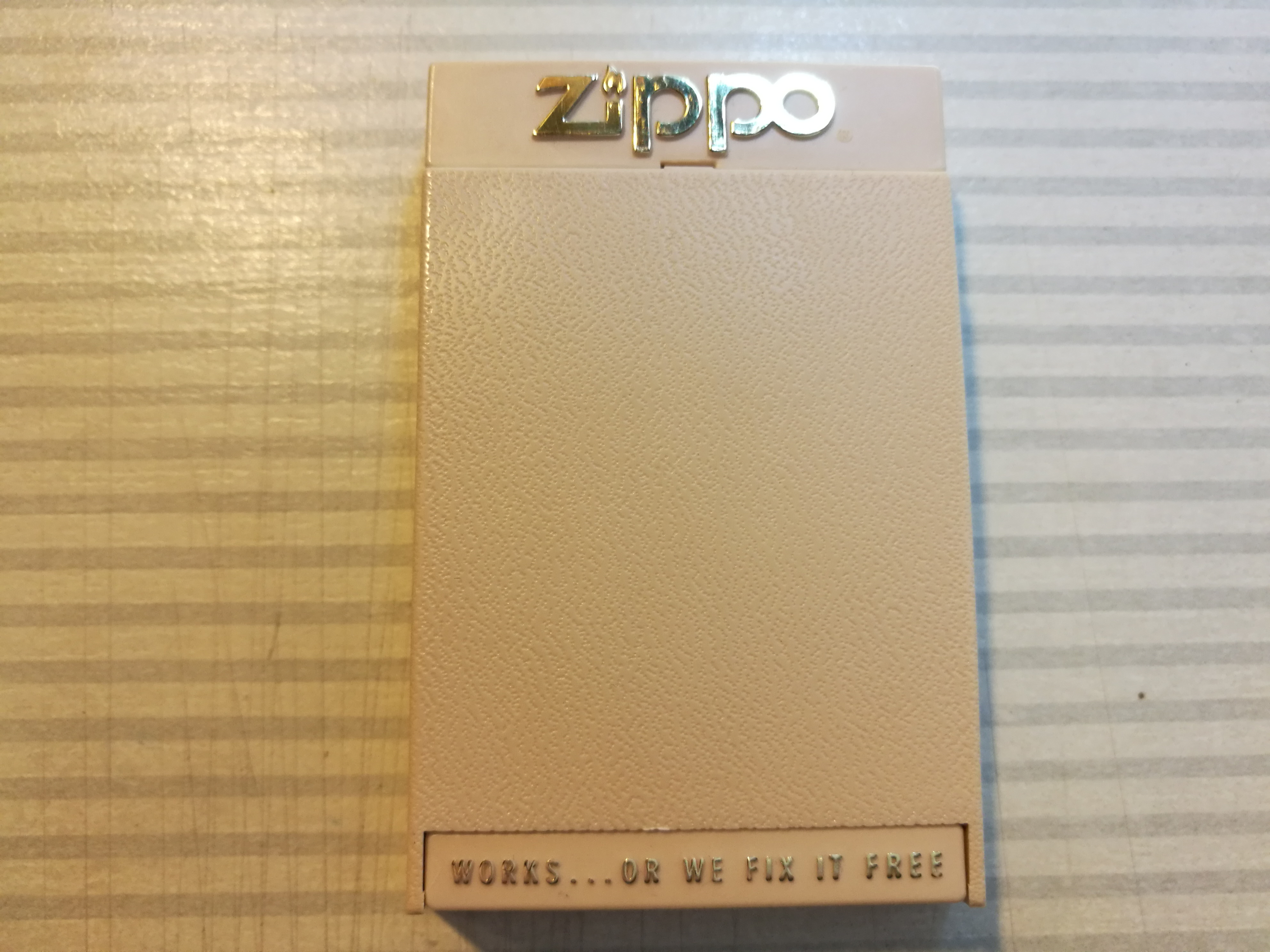Dépot des boites ZIPPO de tout les foromeurs - Page 5 426680Boteregular19791