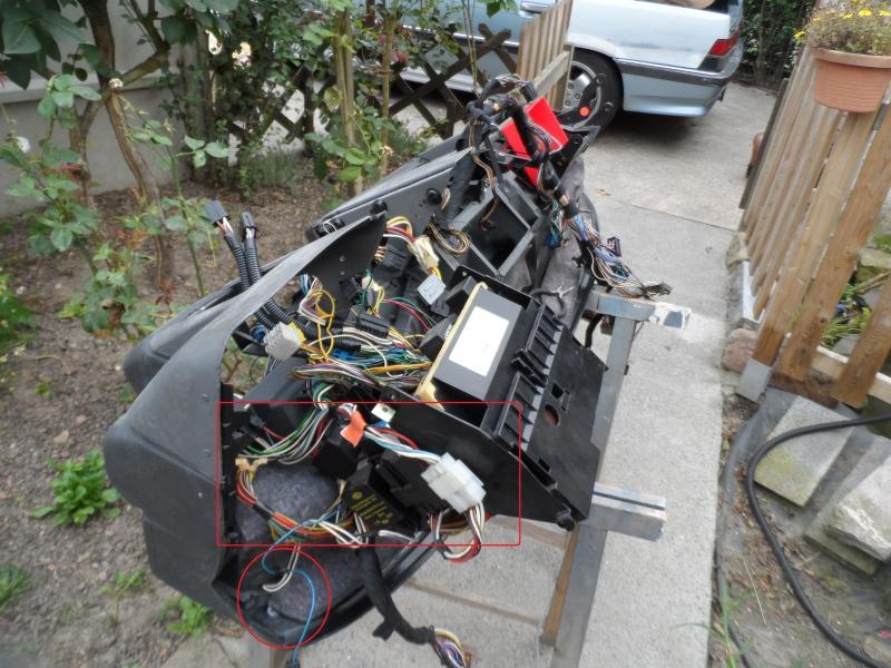 [Renault 25 TS 1989] Accès aux fils des HP du tableau de bord 431145SAM3754