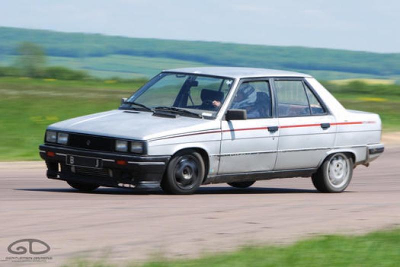 Mimich et sa R9 Turbo (du moins ce qu'il en reste) 43114620120513GDPouillyEnAuxoisDSC8696