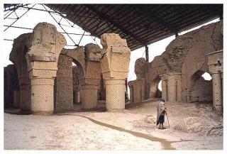 Dans le nord de l'Afghanistan, les mystères de la mosquée des Neuf Dômes 441637afgh0501805