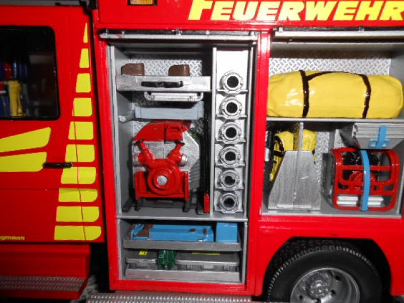 Camion de pompiers atelier de revell au 1/24° 444490pompier024