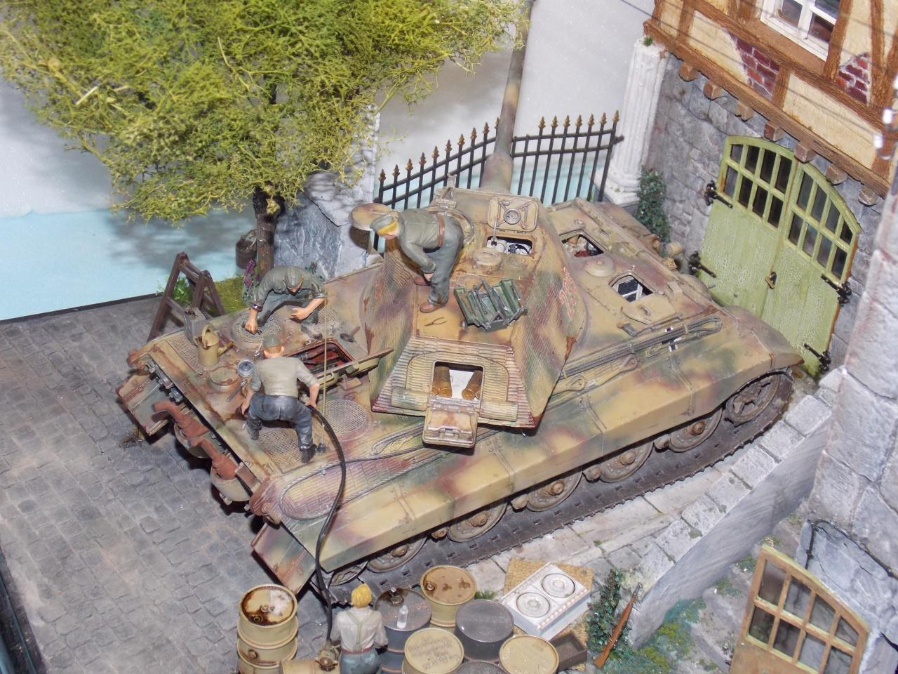 tiger - King tiger en cours de ravitaillement chateau de chanteloup Aout 44 finis(takom 1/35) - Page 2 446699DSCN6034