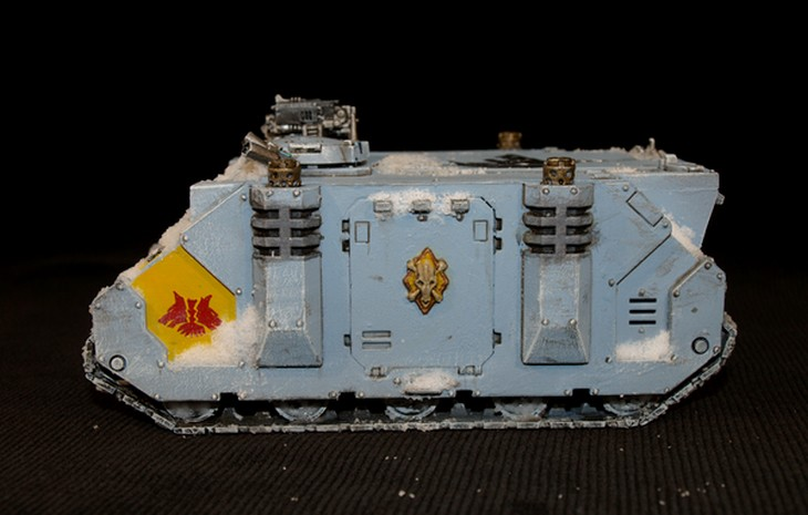 Space Wolves - Typhon... un peu particulier  451320Rhino15