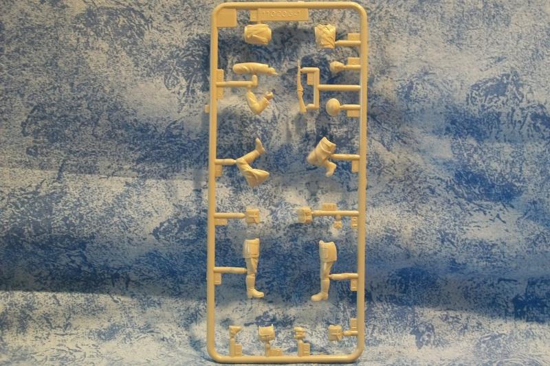 Diorama Saumur (Réf.81102) 1/35 453905Heller81102018DioramaSaumur135
