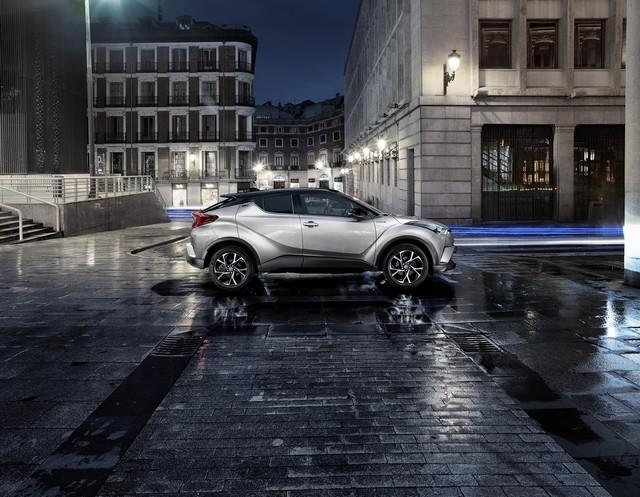 Les Hybrides Électrisent Les Ventes De Toyota En Europe 4589422016CHRSide