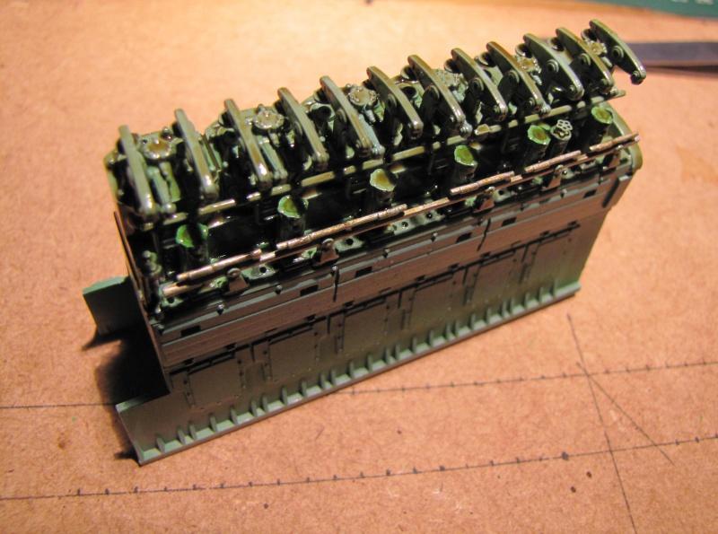 U-552 TRUMPETER Echelle 1/48 - Page 2 45946361zn