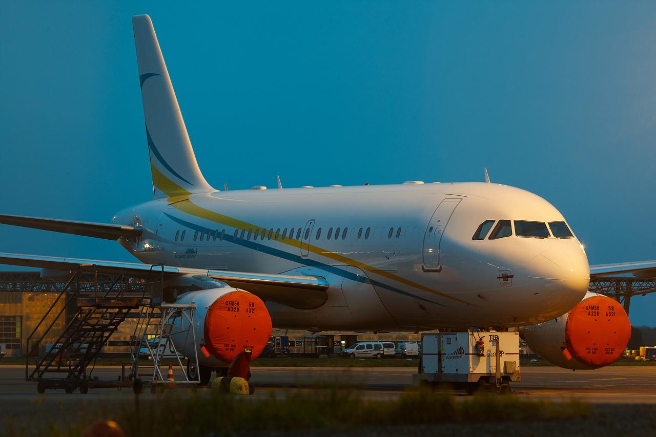 [21/12/2013] A319CJ (9H-AVK) Comlux    463662GRX9426