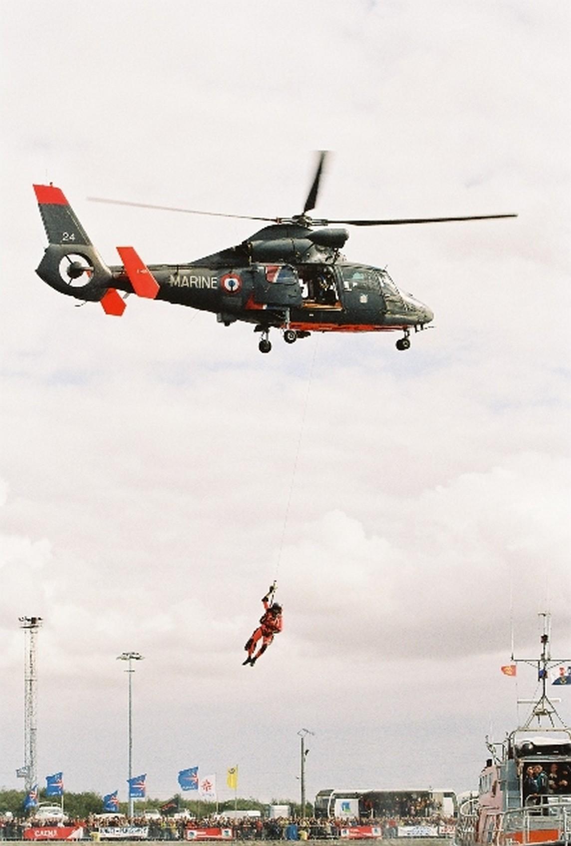 [ Aéronavale divers ] Hélicoptère DAUPHIN - Page 3 46809900001010