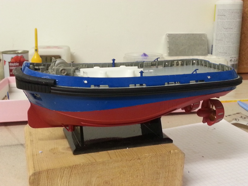 FAIRPLAY Harbour Tug Boat de Revell au 1:144  469352lolo046