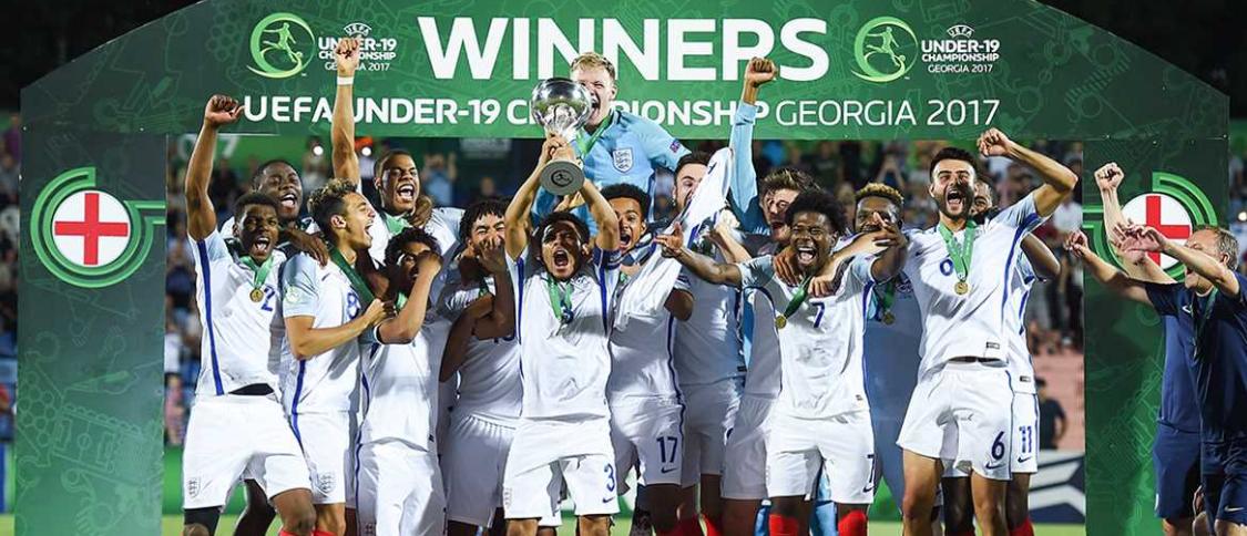 L'équipe national d'Angleterre. - Page 2 478557englishmanrcscthreelions