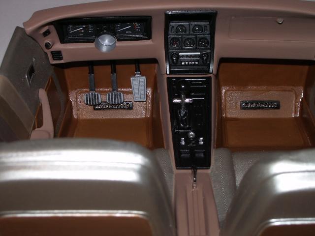 chevrolet corvette 1982 edition collector monogram au 1/8 479906photoscorvettepeintinetrieur020