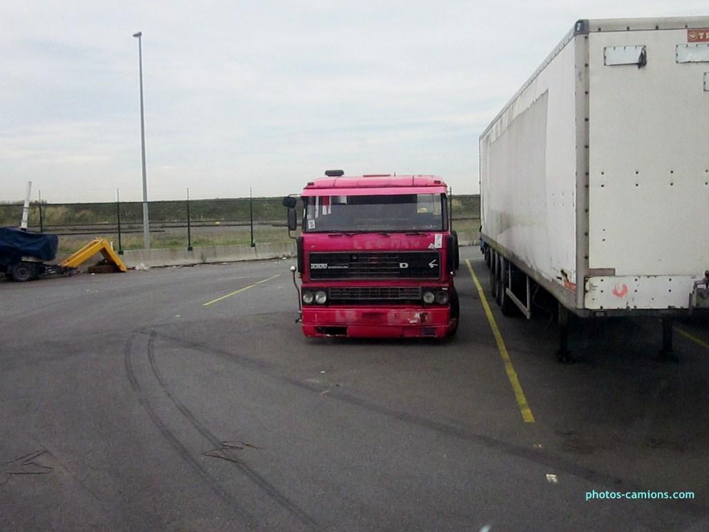 Vieux camions en partance pour les pays étranger 484563photoscamions10X201220Copier