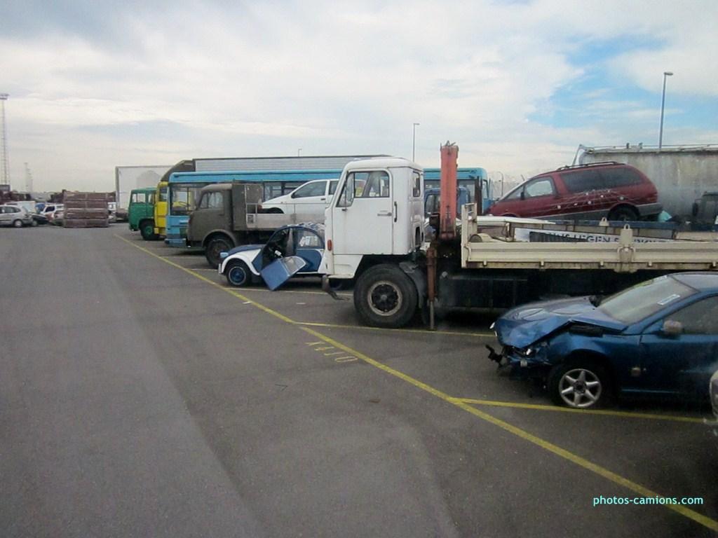 Vieux camions en partance pour les pays étranger 484860photoscamions10X201223Copier