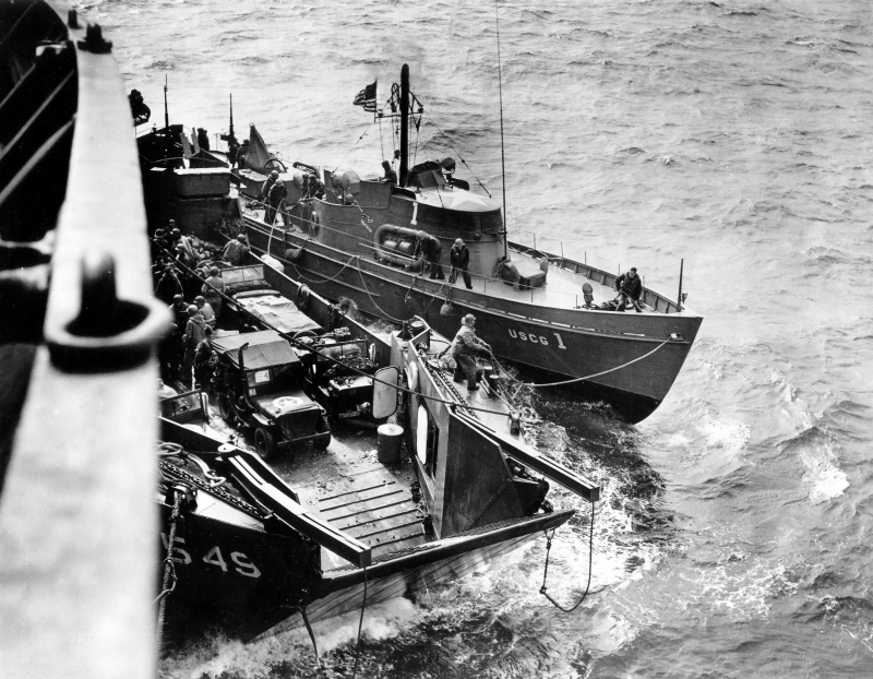 tansports et engins spéciaux du débarquement 487354ALCTandanUSCoastGuardmannedboatoperatingoffNormandyFranceJun1944notejeepvehiclesonboardtheLCT